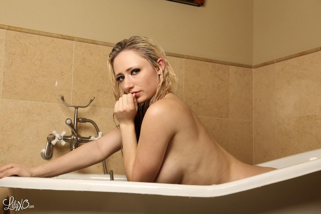 Lily Xo Plays In The Tub