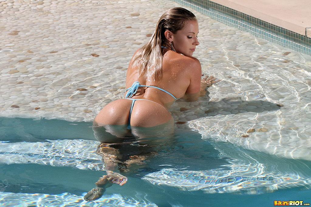 Bikini riot lena nicole
