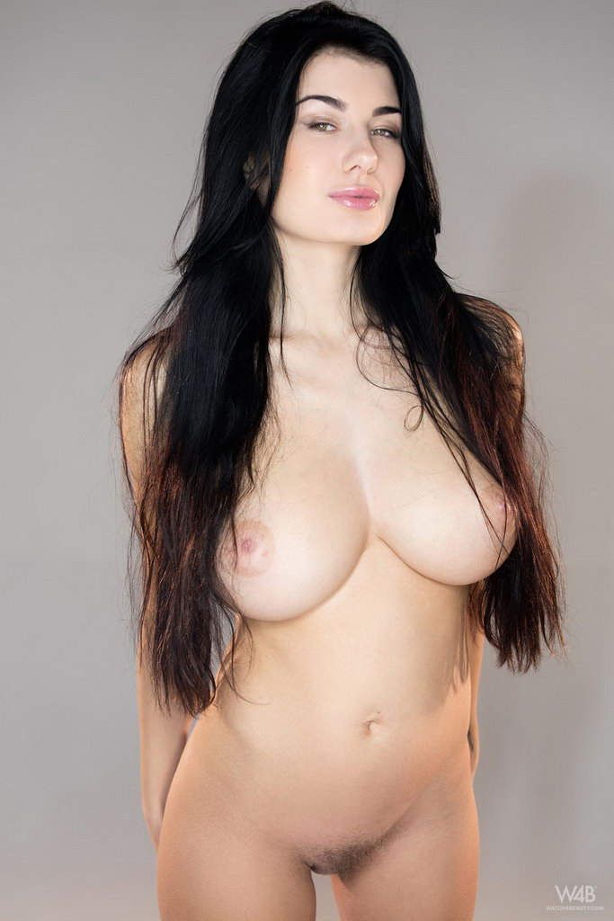 black-haired-beauty-nude-women-cum-movies