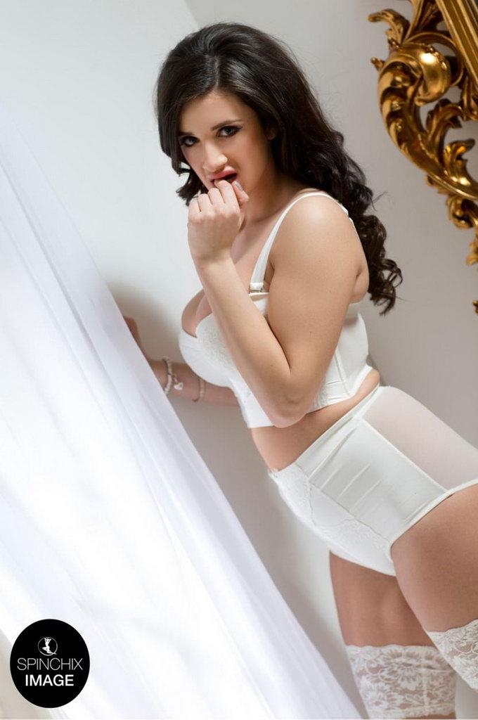 Spinchix: Cara's Changing Room Secrets
