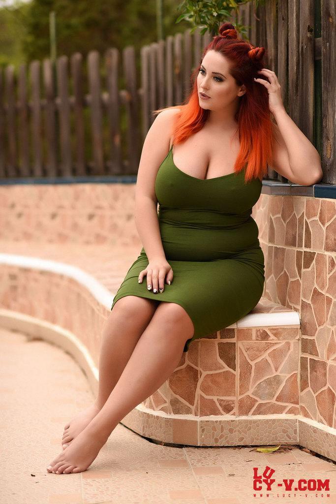 Lucy Vixen In Sexy Green Dress