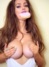 Cosmid: Cara Rose Loves Cake