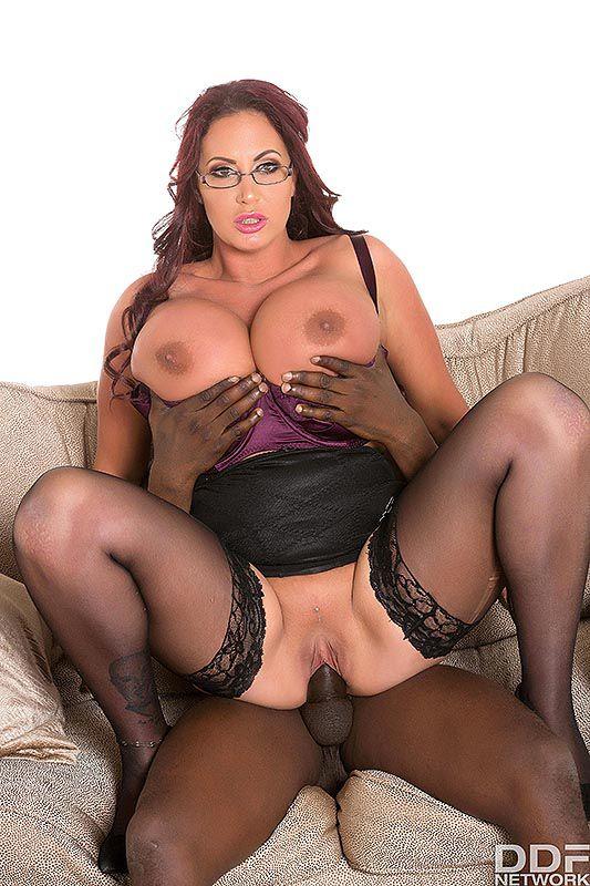 Ddf Busty: Emma Butt - Massive Tits At Full Exposure