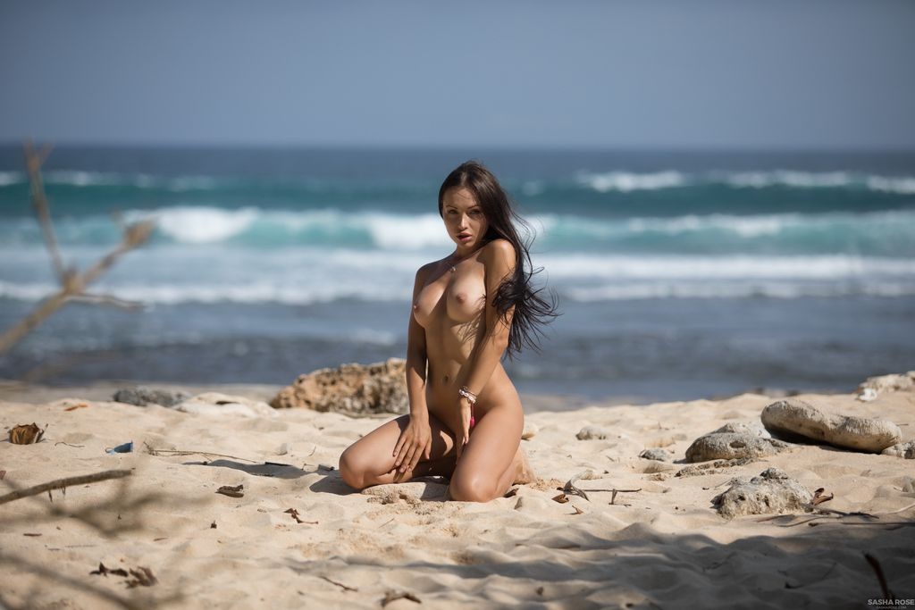 blow-nude-female-in-the-ocean