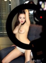 Watch4beauty: Li Moon - I Love To Pose