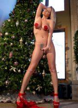 Nikki Sims wishes everyone a Merry Xmas