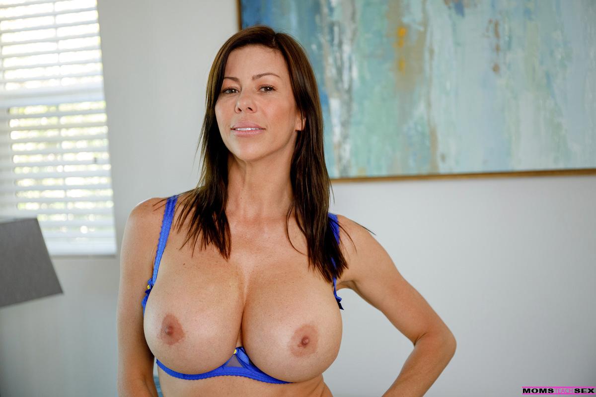 Big Tits Mom Virtual Sex