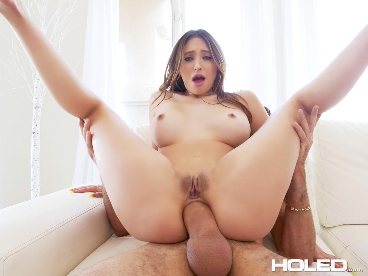 Holed: Quinn Wilde - Butt Plug Jog