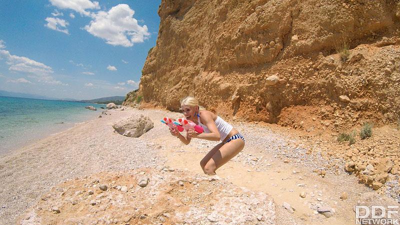 Euro Girls On Girls: Inna Innaki & Kitana Lure - Bikini Babes Finger Fucking On The Beach