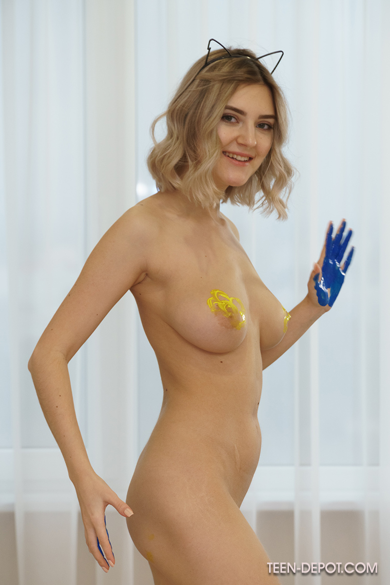 Teen Depot: Lady Jay Is Sexy Body Paint
