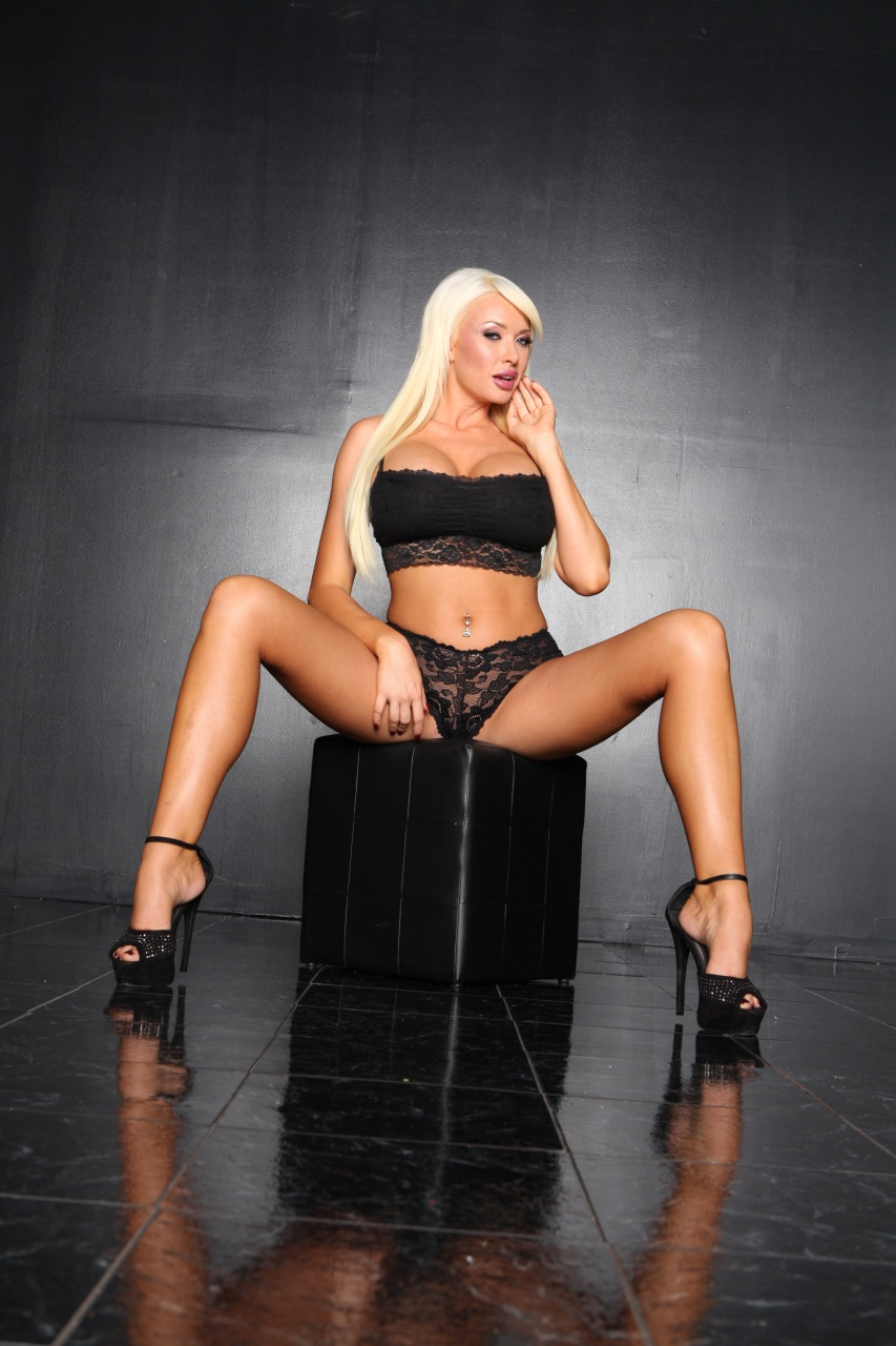 Summer Brielle - Back In Black