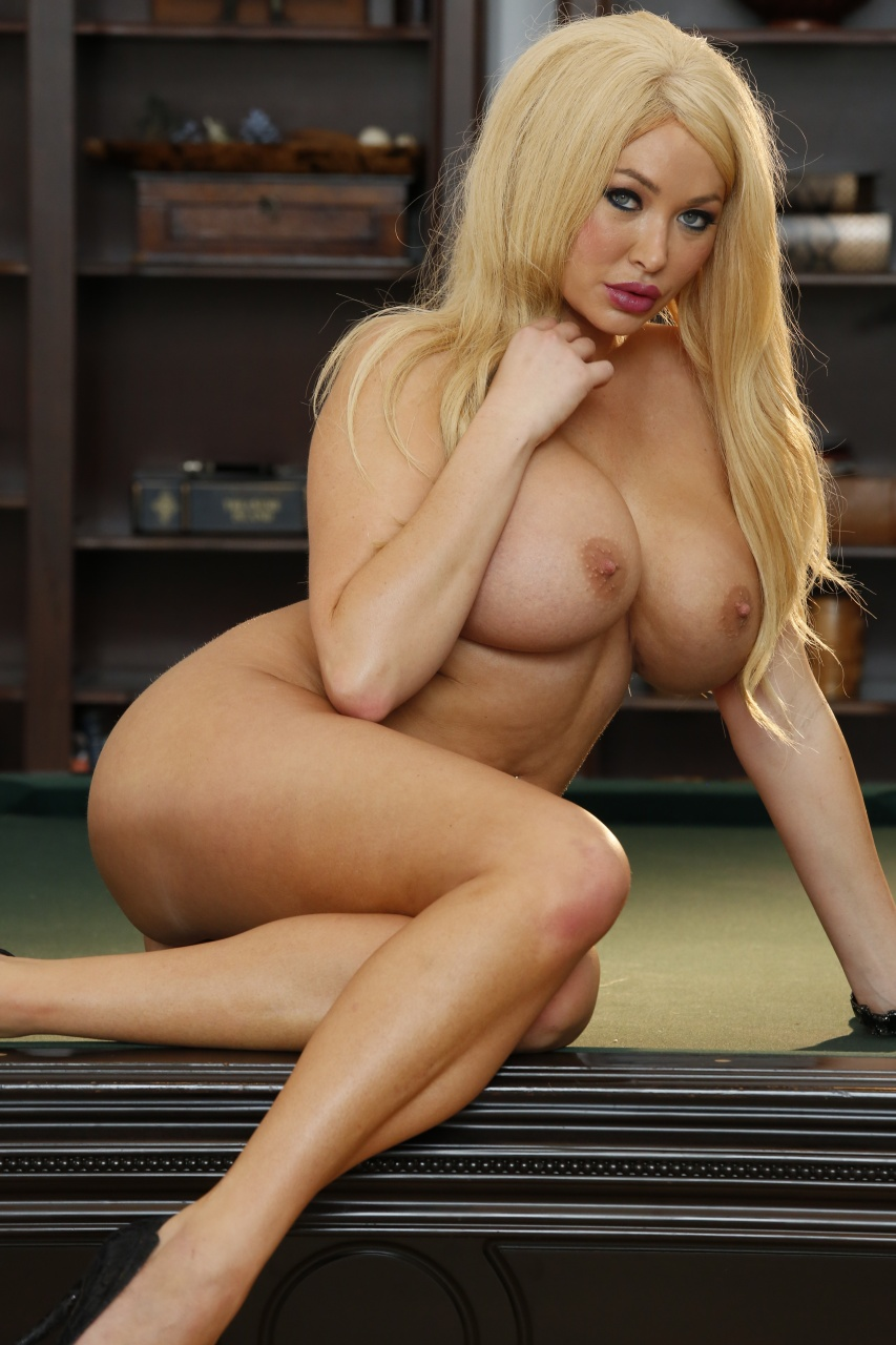 Summer Brielle - Gets The Ball In The Corner Pocket