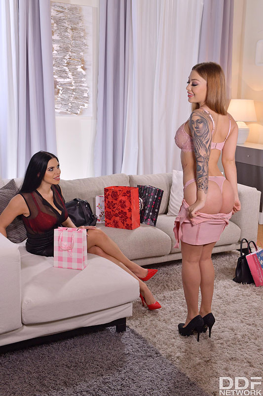 Euro Girls On Girls: Misha Maver, Kira Queen - Black Friday Lesbian Vibrator Playdate