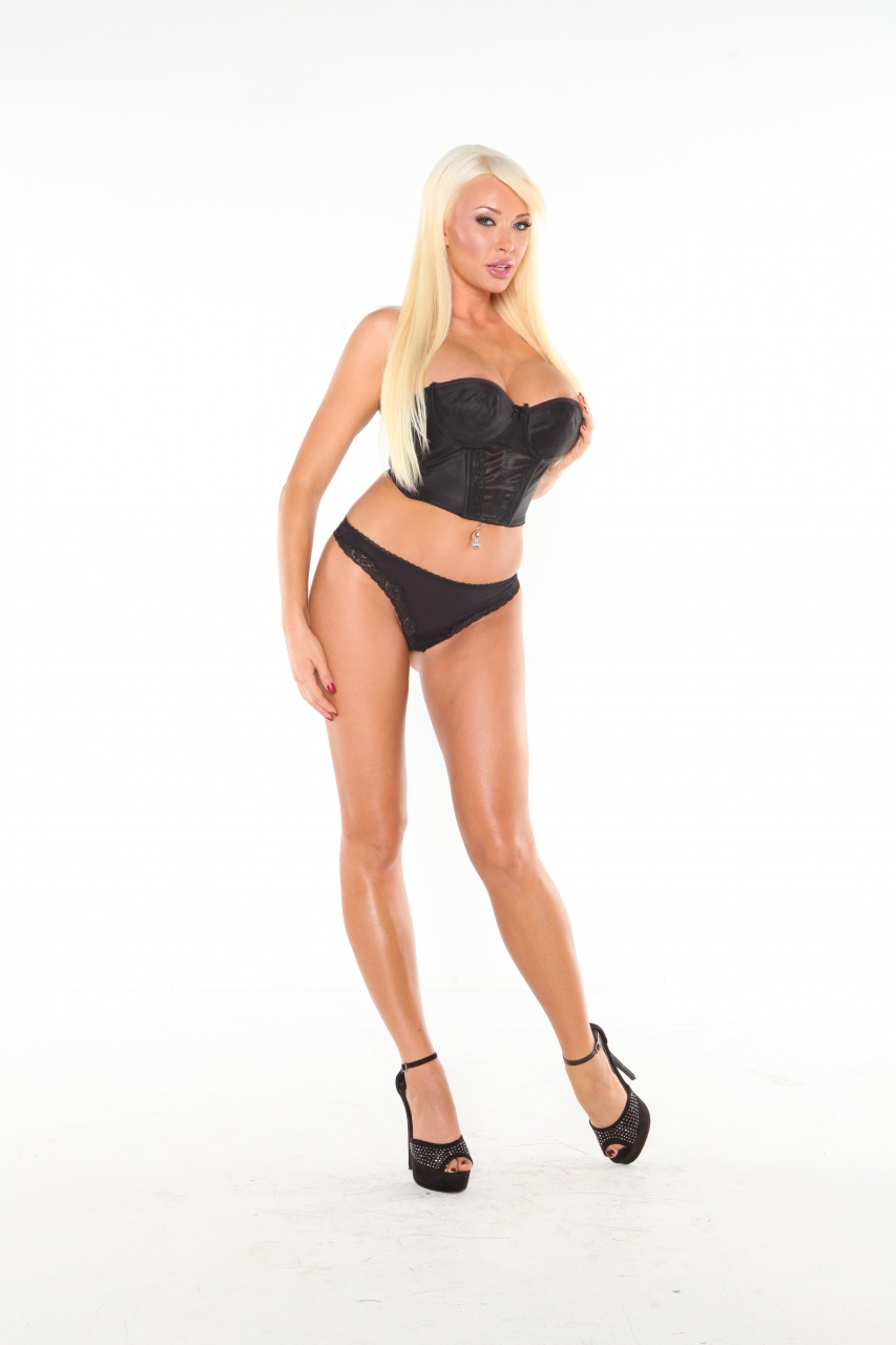 Summer Brielle - Black Corset Beauty