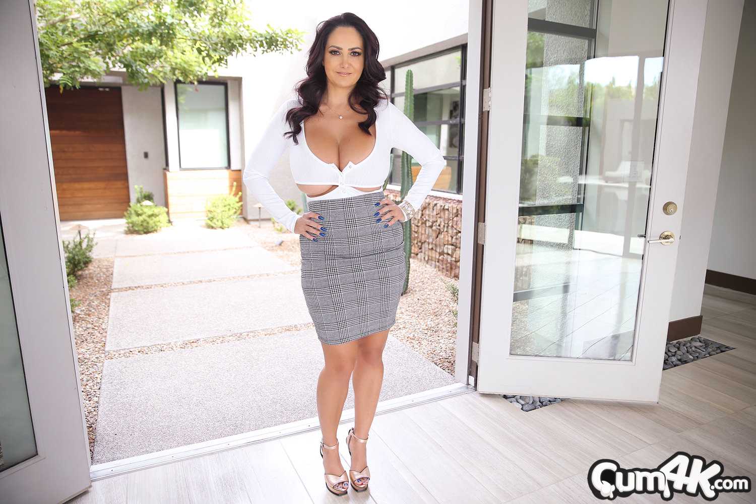 Cum4k: Ava Addams - Finish The Deal
