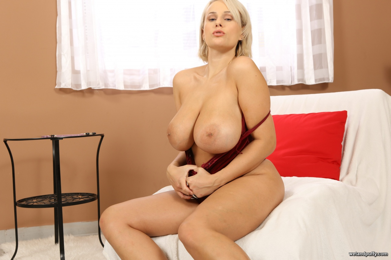 Wet & Puffy: Angel Wicky - Bouncing Boobs