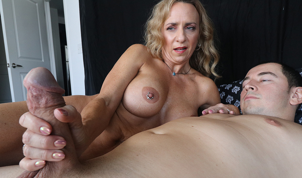Naughty Cougar Love To Give Handjobs Cumshot, Blonde, Facial Xxx Sex Images Free