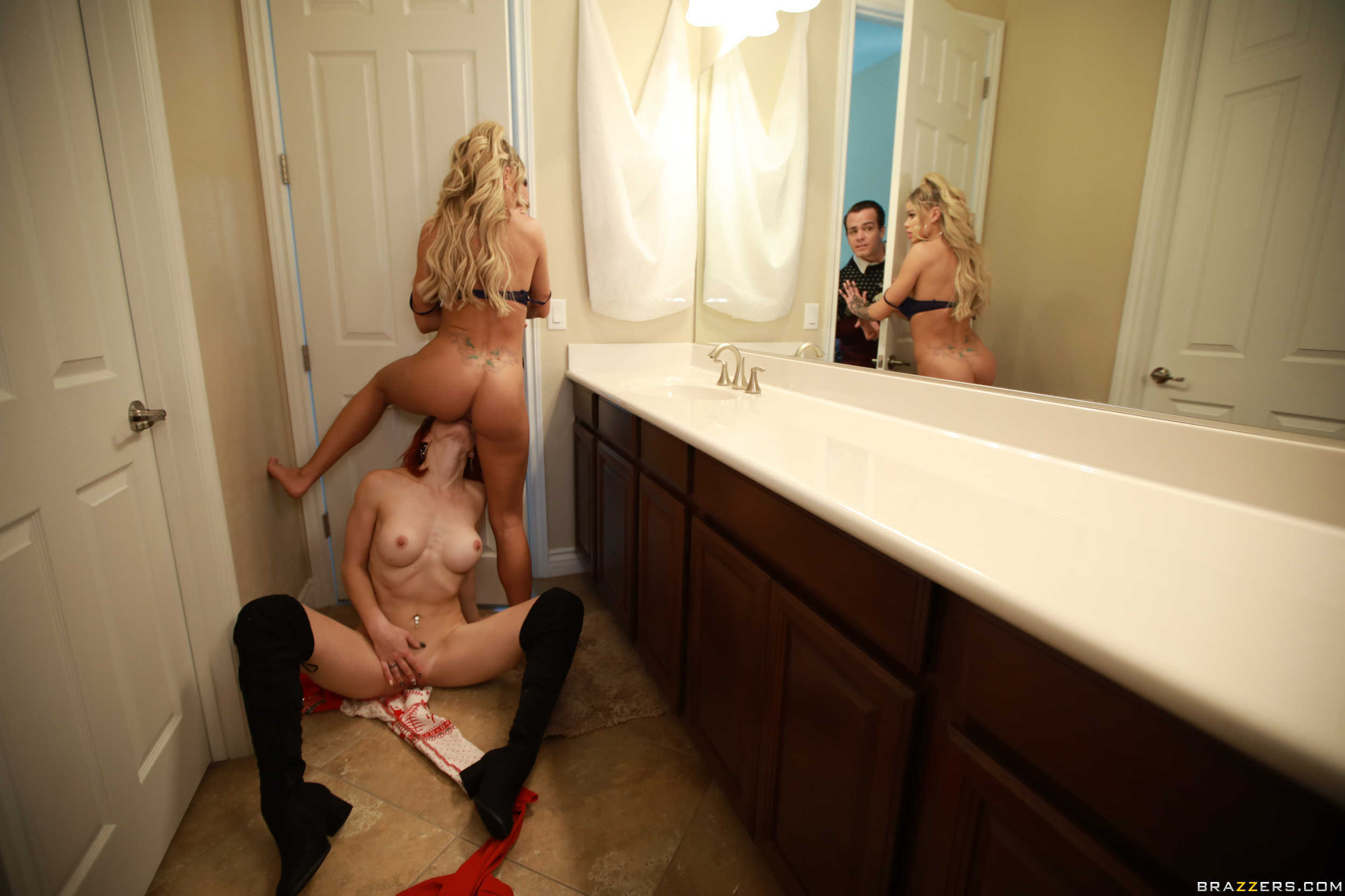 Brazzers: Jessa Rhodes & Molly Stewart - Horny For The Holidays
