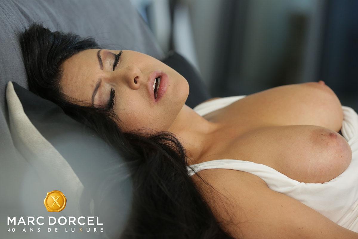 Dorcel Club - Mariska X Shares Dick 1