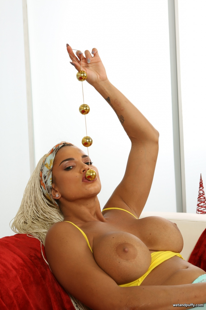 Wet & Puffy Chloe Lamour - Curves In All The Right Places 7