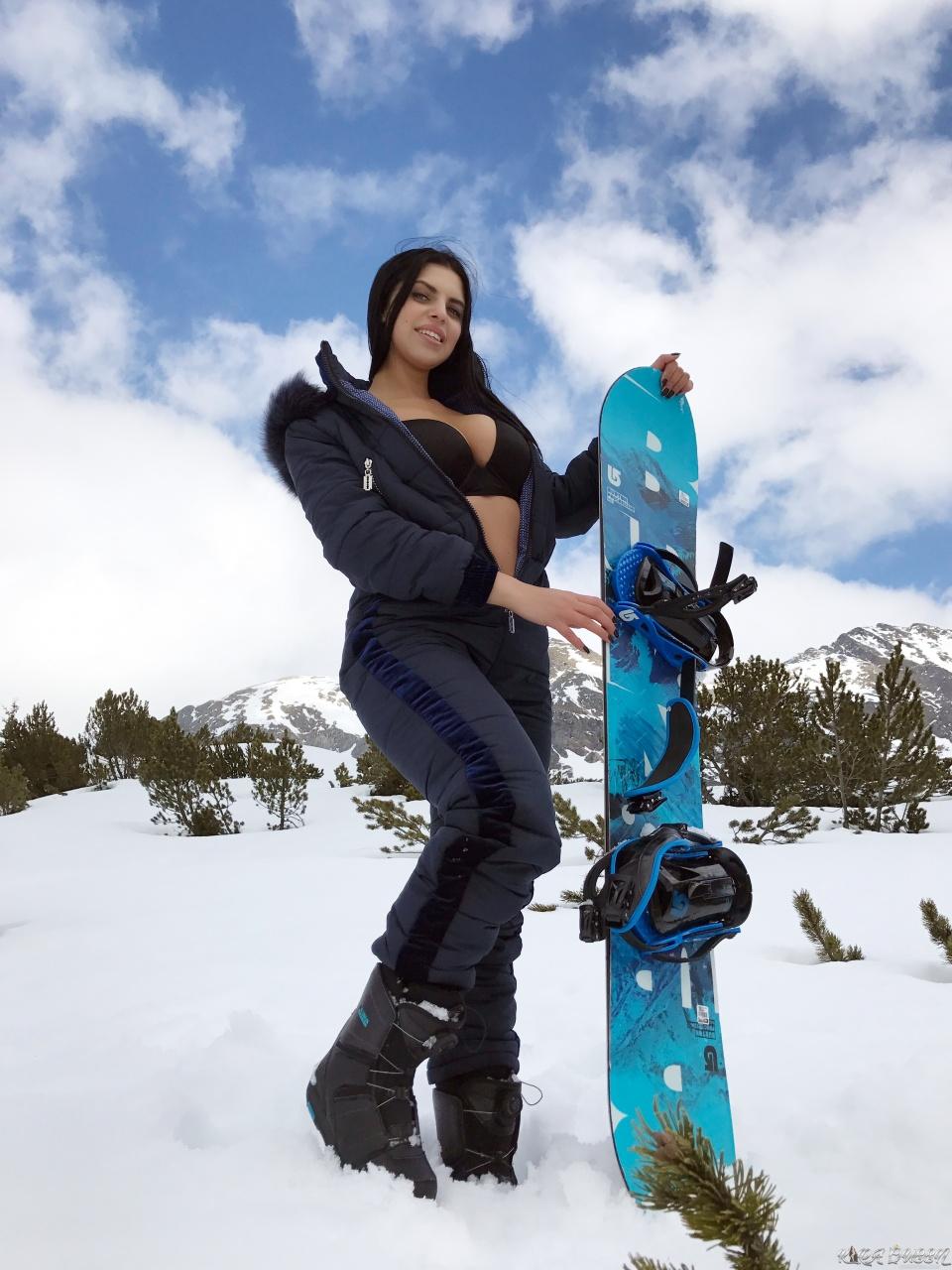 Kira Queen - Naughty Queen On The Snow