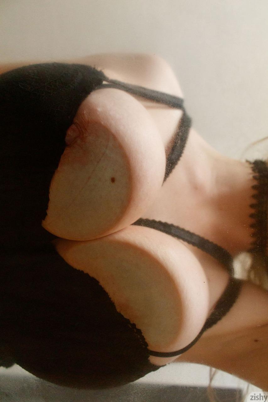 Zishy: Giana Van Patten Tits on Glass 12