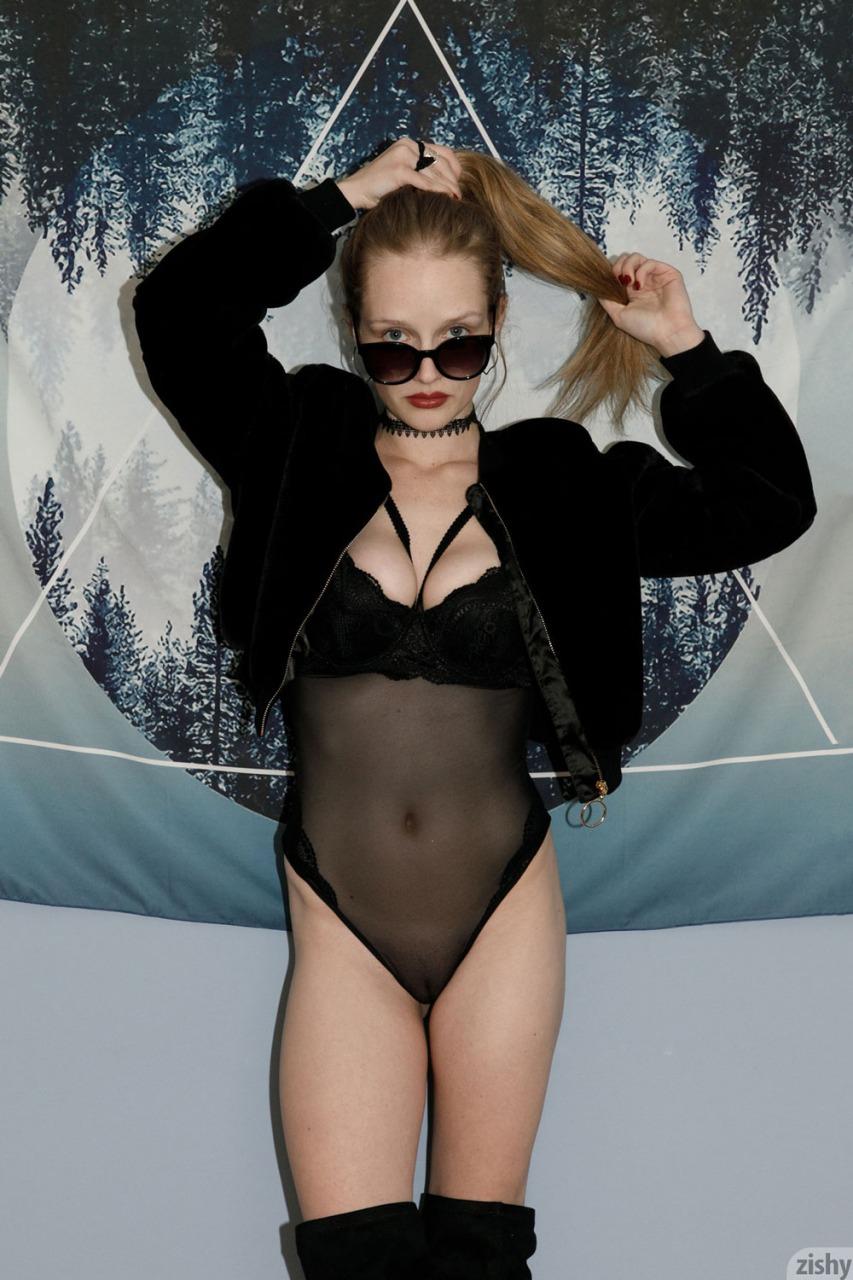 Zishy: Giana Van Patten Tits on Glass 1