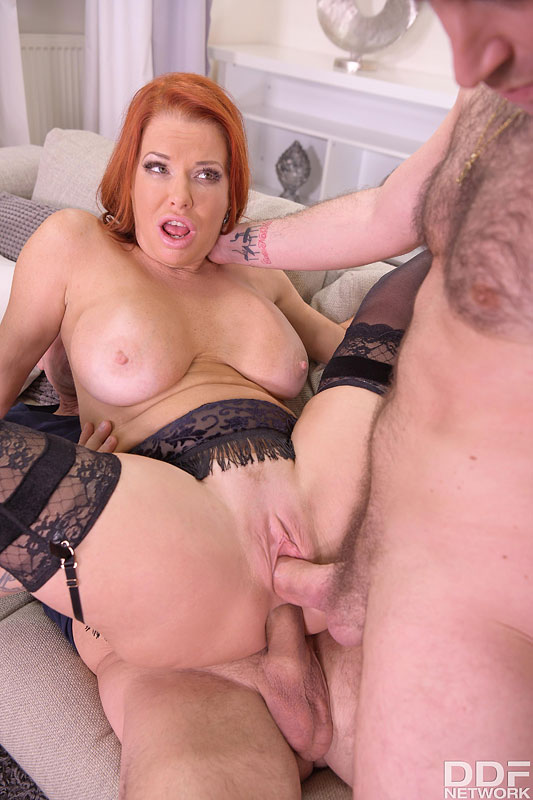 Hands on Hardcore Veronica Avluv - Busty Brunette's Thrilling Threesome 13
