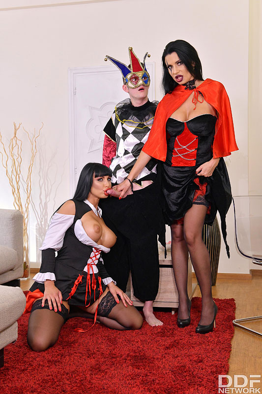 DDF Busty: Valentina Ricci & Ania Kinski - Big Tittied Cosplay Cuties In Thrilling Threesome 3