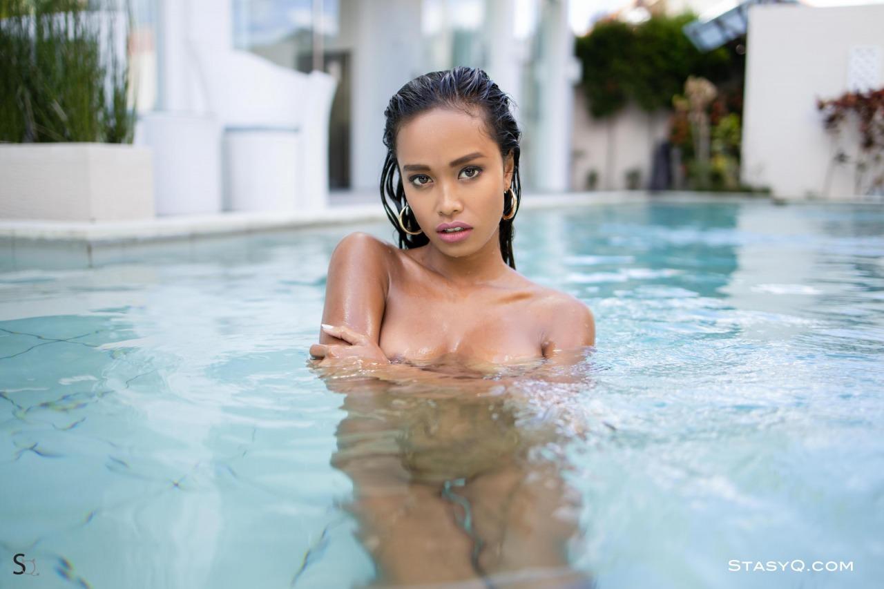 Putri Q Gets Wet 12