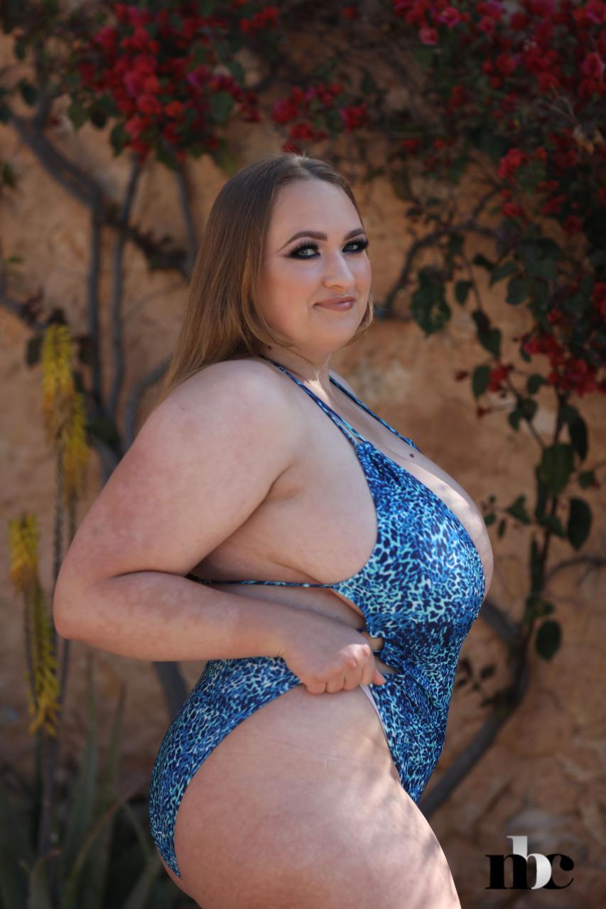 Nothing But Curves: Sara Willis - 3