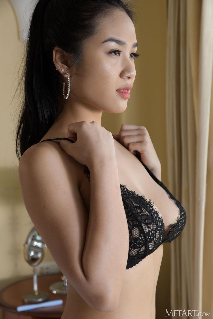 Met-Art Kahlisa Shows Nice Tits 4
