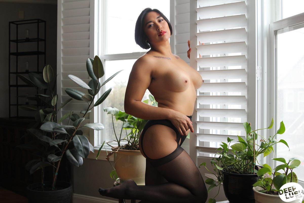 Deep Lush Mia Li - Friendly Intimacy 3