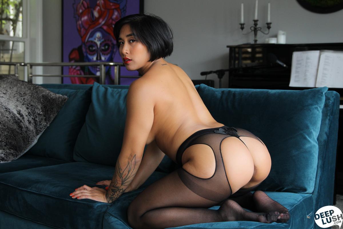 Deep Lush Mia Li - Friendly Intimacy 5