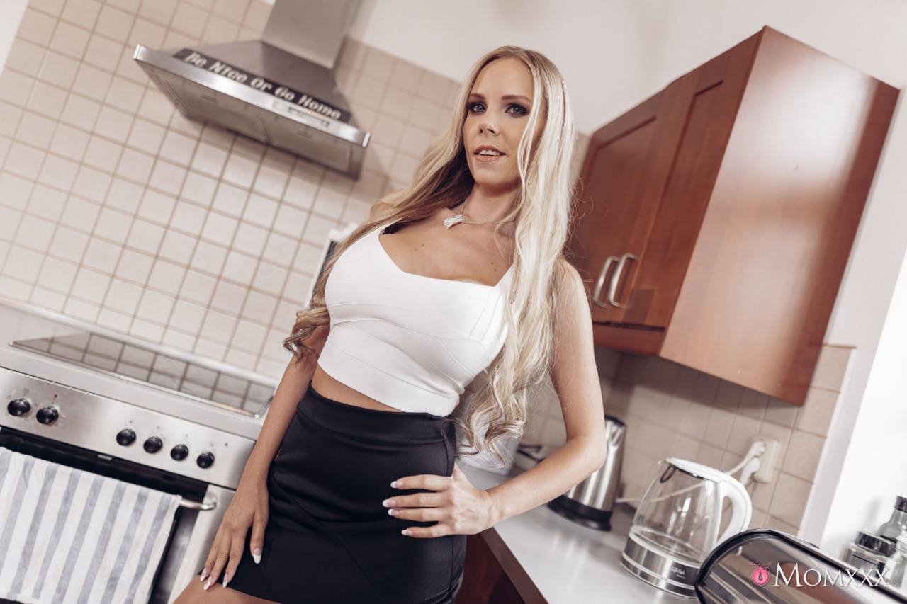 Sexy Hub: Florane Russell