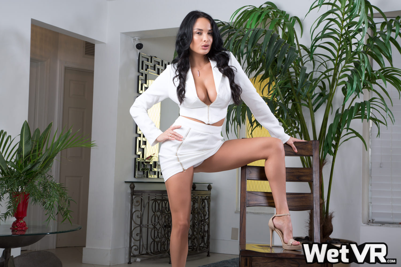 Anissa Kate is heel sexy