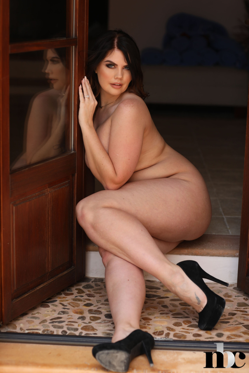 Nothing But Curves: Terri Lou - 15
