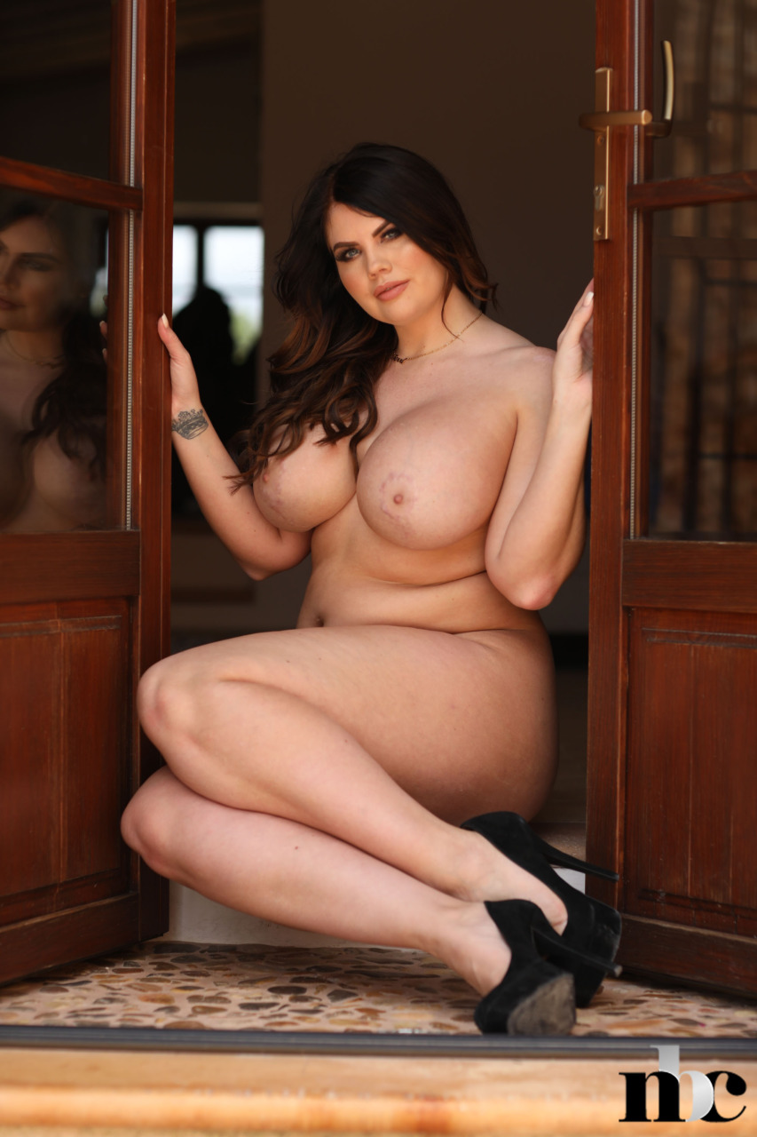 Nothing But Curves: Terri Lou - 16