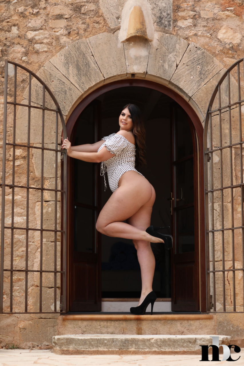 Nothing But Curves: Terri Lou - 5