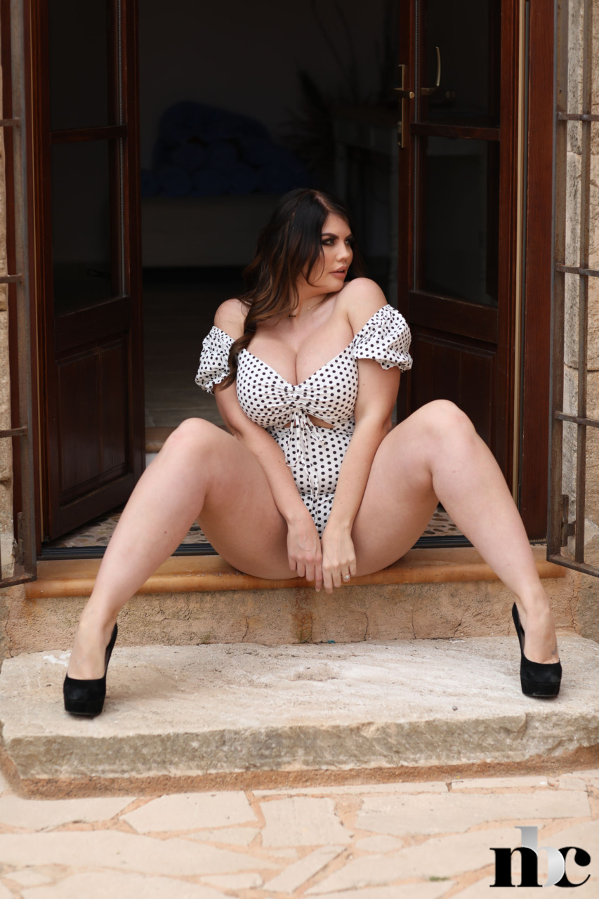 Nothing But Curves: Terri Lou - 8
