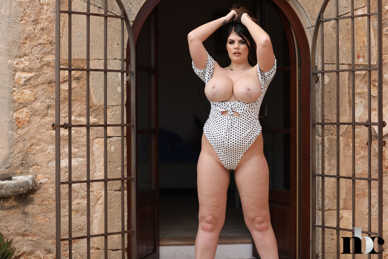 Nothing But Curves: Terri Lou - 10