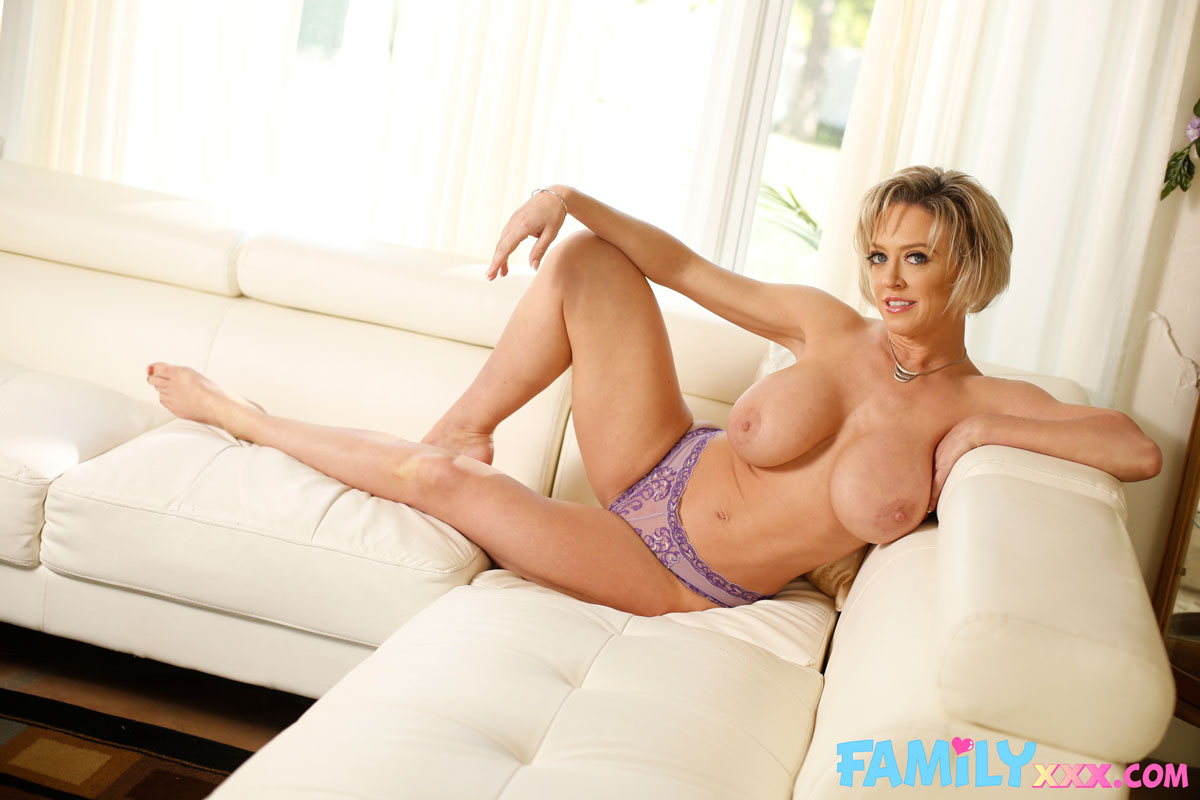 New Sensations - Dee Williams Thick Cougar Rides Dick 2