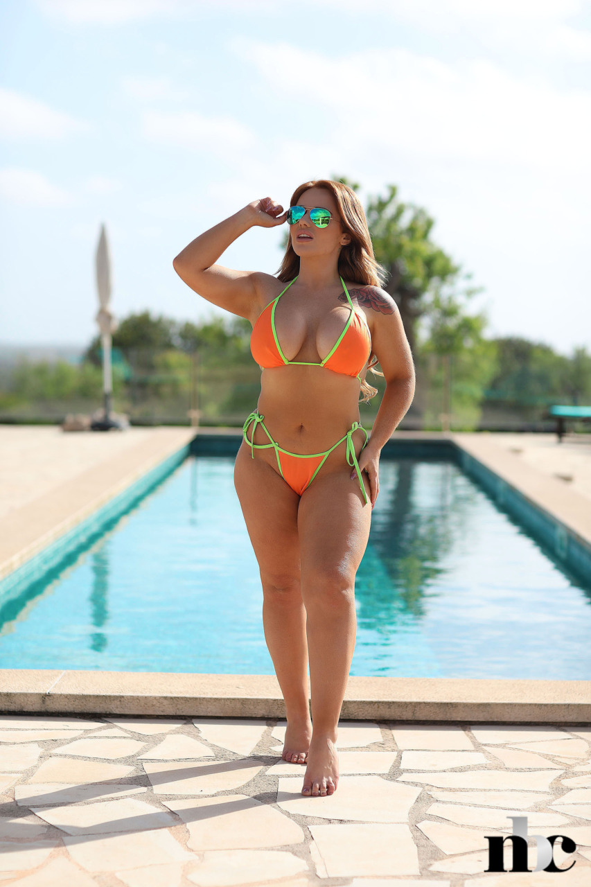 Nothing But Curves: Amber Leah - 2