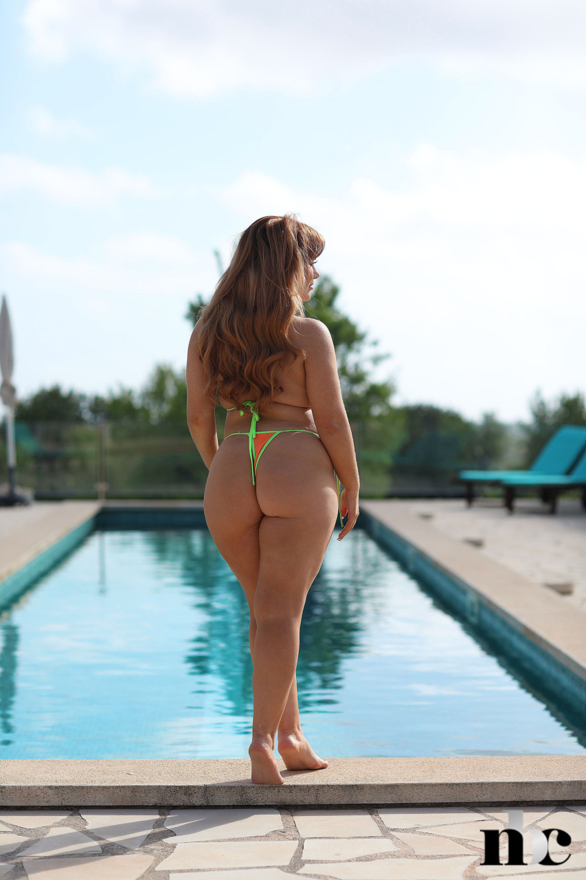 Nothing But Curves: Amber Leah - 4