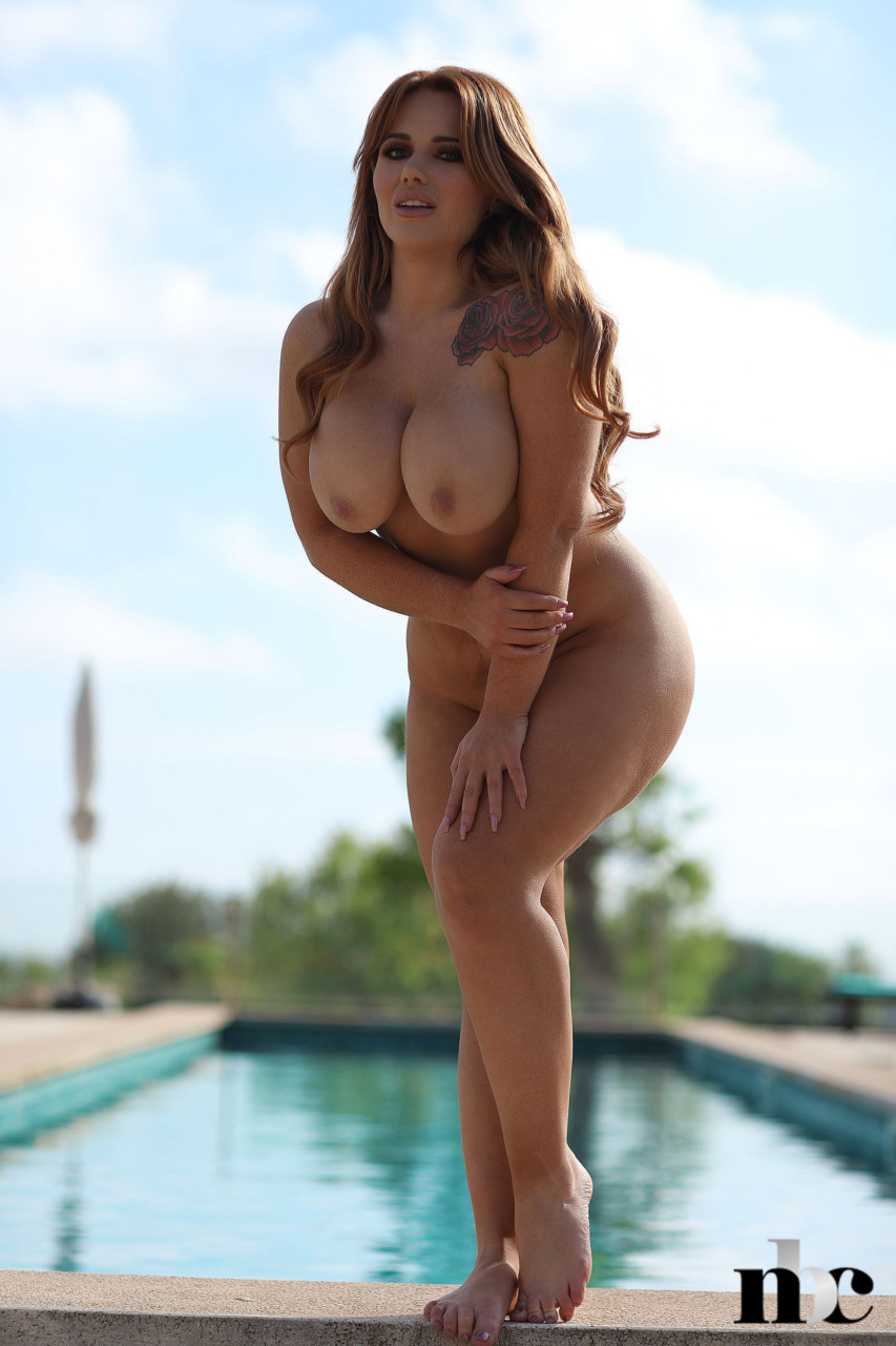 Nothing But Curves: Amber Leah - 10
