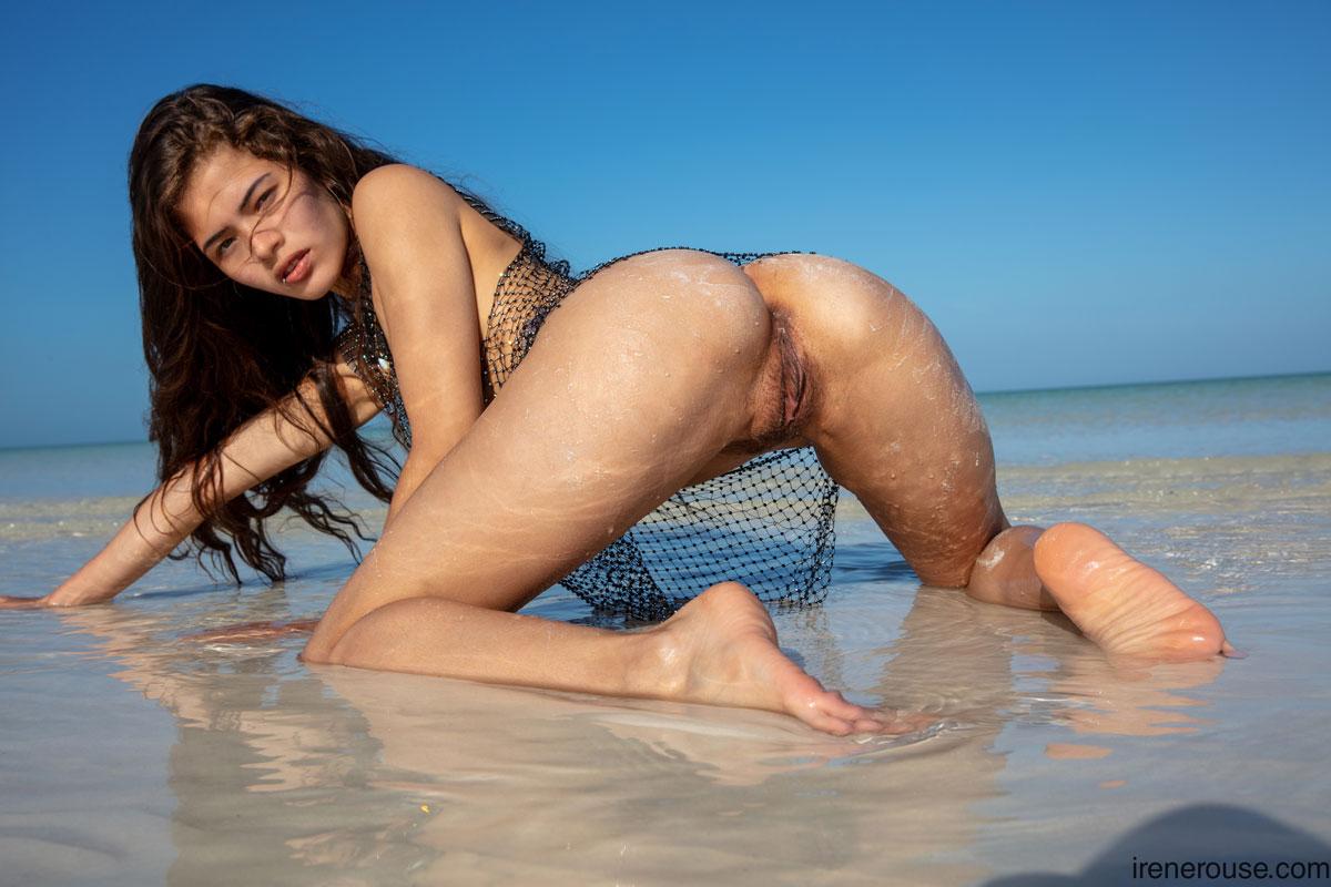 Irene Rouse Wet Beach Latina 10