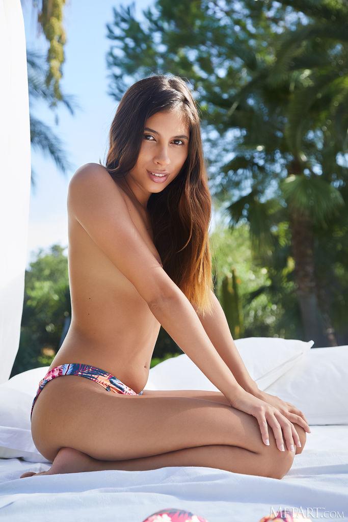 Zishy: Baby Nicols Exotic Bikini Girl 4