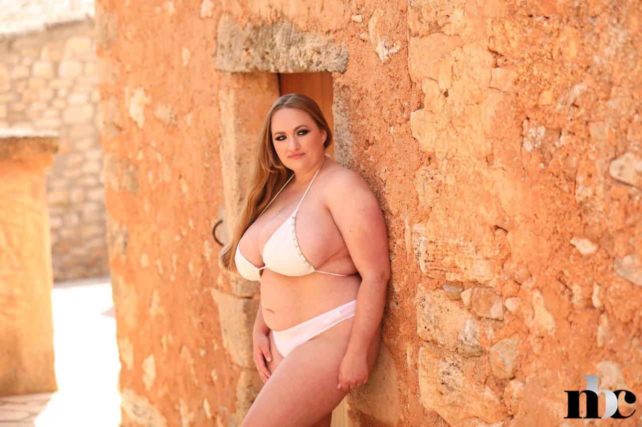 Nothing But Curves: Sara Willis - 2