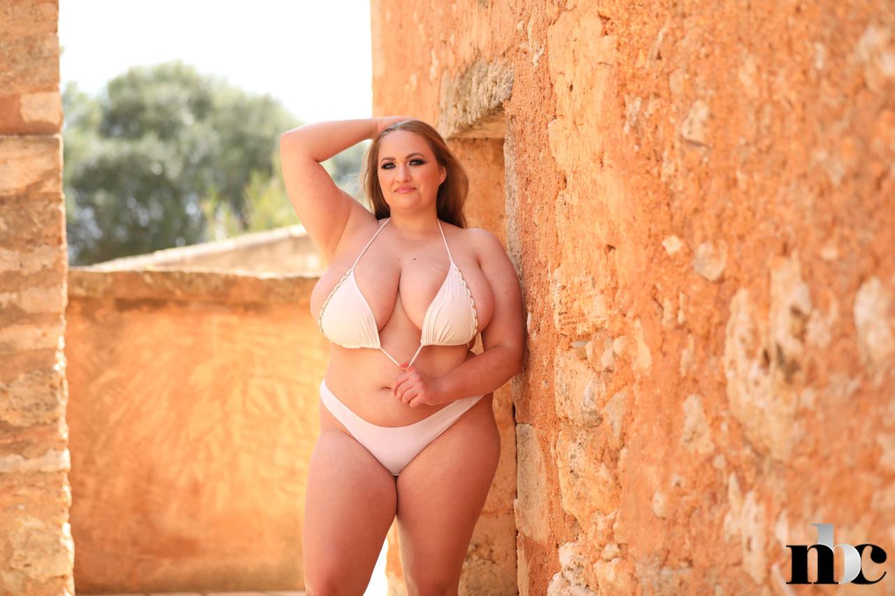 Nothing But Curves: Sara Willis - 4