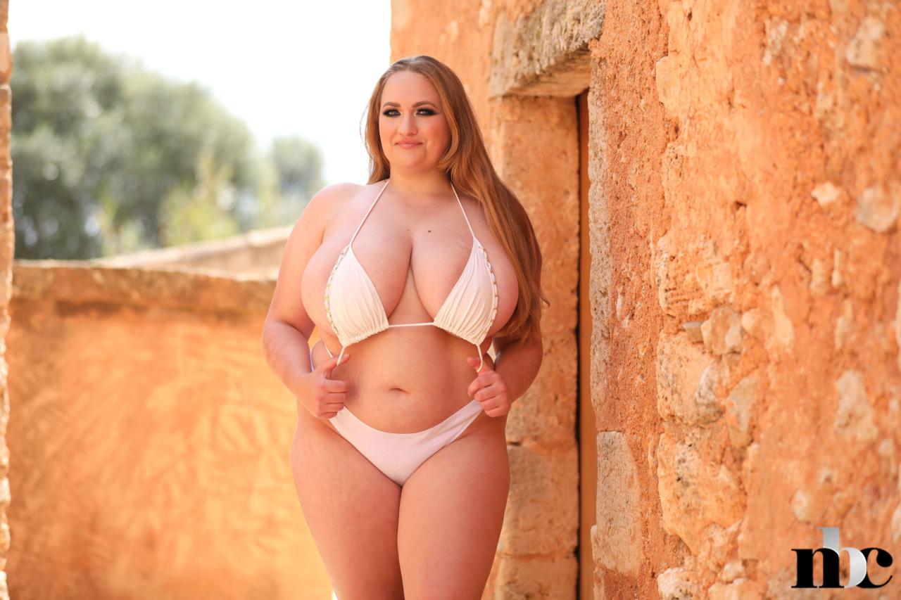 Nothing But Curves: Sara Willis - 6